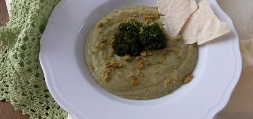 Crema di broccoli con patate dolci e pistacchi