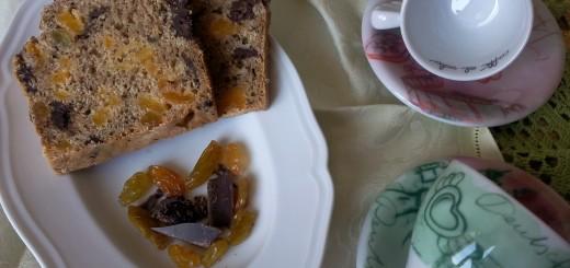 Pan dolce di albicocche secche e fondente senza impasto e senza lievito di birra