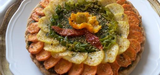 Crostata salata vegan all'aglio orsino con ripieno di ortiche e piselli